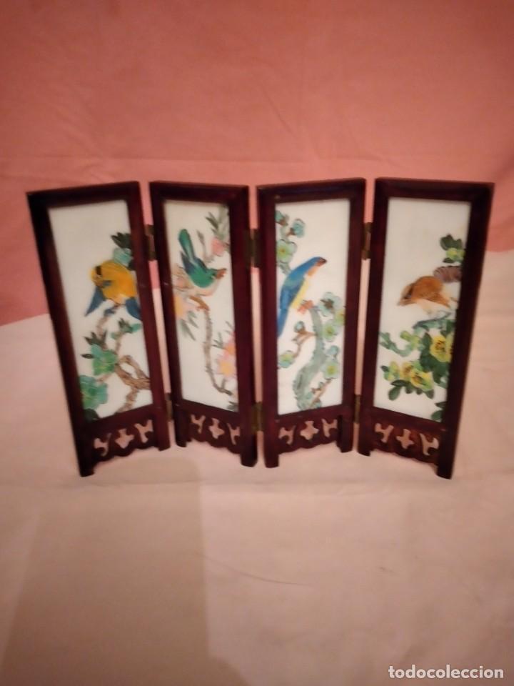 Antigüedades: biombo japonés de madera de cerezo y porcelana, pintado a mano, años 40/50 - Foto 3 - 232984355