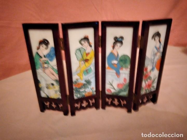 Antigüedades: biombo japonés de madera de cerezo y porcelana, pintado a mano, años 40/50 - Foto 7 - 232984355