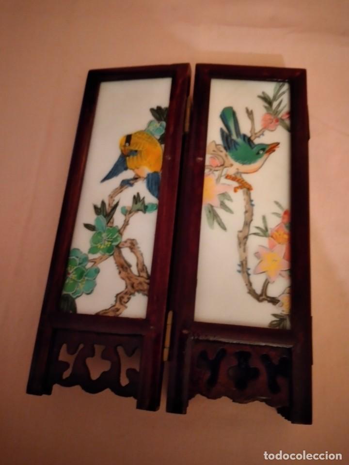 Antigüedades: biombo japonés de madera de cerezo y porcelana, pintado a mano, años 40/50 - Foto 8 - 232984355