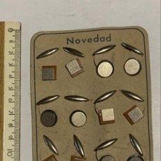 Antigüedades: NOVEDAD MUESTRARIO CON SEIS PARES DE GEMELOS METALICOS .. Lote 233008205