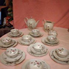 Antigüedades: VAJILLA DE POSTRE Y CAFÉ DE 30 PIEZAS DE PORCELANA ROSE MOUSSE PORCELAINE IVOIRE. Lote 233027295