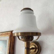 Antigüedades: APLIQUE DE PARED 1 : LAMPARA TIPO QUINQUE TULIPA OPALINA. Lote 233028710