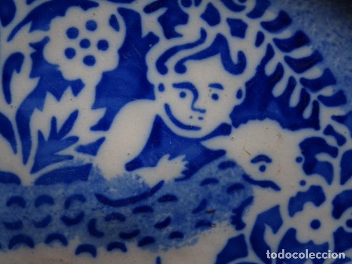 Antigüedades: GRAN PLATO DE TRIANA DEL SIGLO XIX.NIÑO CON CORDERO.BIEN CONSERVADO. - Foto 5 - 233035438