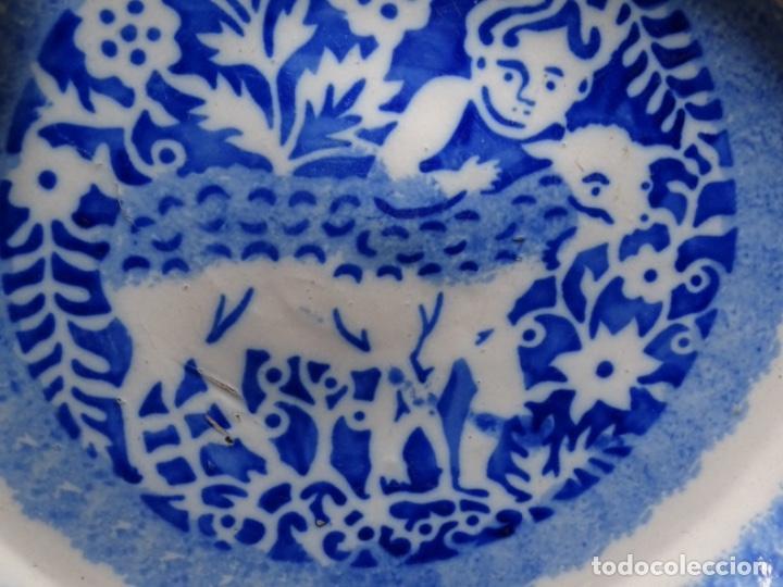 Antigüedades: GRAN PLATO DE TRIANA DEL SIGLO XIX.NIÑO CON CORDERO.BIEN CONSERVADO. - Foto 6 - 233035438