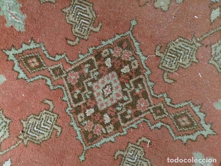 Antigüedades: gran alfombra, iglesia besamanos virgen cofradia , 230 x 167 - Foto 17 - 233075925