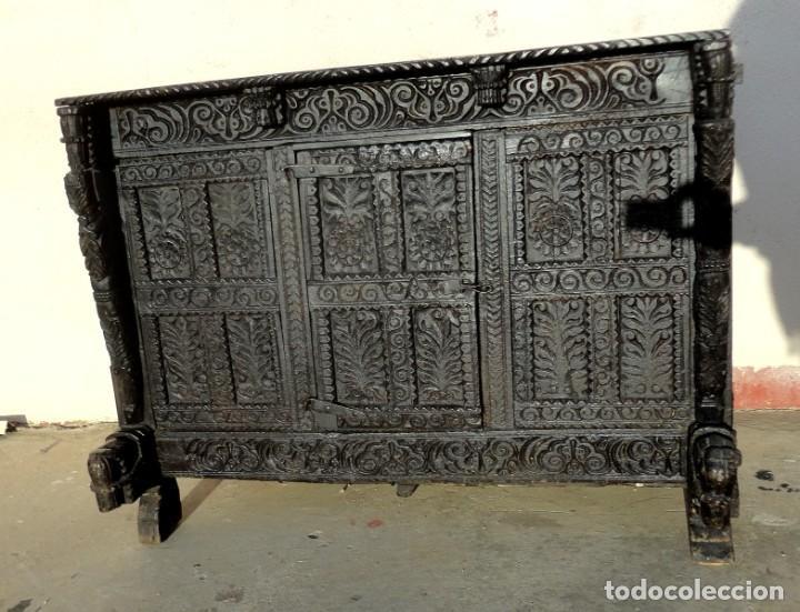 APARADOR, PANERA INDU MUEBLE ORIENTAL, EN MADERA TALLADA (Antigüedades - Muebles Antiguos - Aparadores Antiguos)