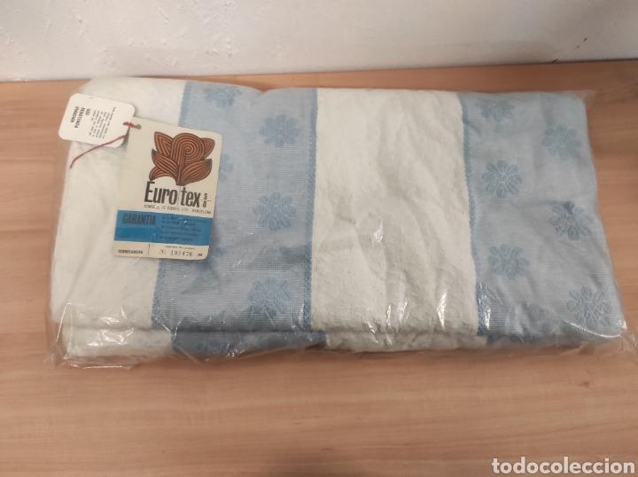 SOBRE CAMA AZUL Y BLANCO NUEVO SIN USO VINTAGE MODELO EUROTEX PARA CAMA DE 90 CM (Antigüedades - Muebles Antiguos - Camas Antiguas)