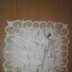 Antigüedades: PAÑUELO DE NOVIA EN SEDA Y ENCAJE. Lote 233109385