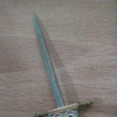 Antigüedades: ESPADA DAMASCADA DE TOLEDO DE DECORACIÓN. Lote 233179330