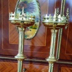 Antigüedades: CANDELABROS ANTIGUOS INSPIRACIÓN NEO-GOTICA COBRE,LATON DORADO.. Lote 233217600