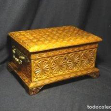 Antigüedades: PRECIOSA COFRE MADERA TALLADA A MANO, JOYERO COSTURA, CAJA. Lote 233221060