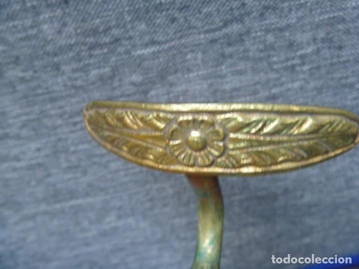 Antigüedades: ALZAPAÑOS SUJETA CORTINA PERCHAS COLGADOR HOJA LABRADA EN BRONCE - Foto 3 - 233414915