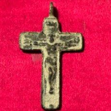 Antigüedades: ANTIGUO CRUCIFIJO BIZANTINO BIFAZ. REALIZADO EN BRONCE.. Lote 233439565