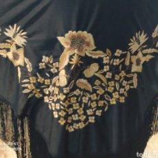 Antiquités: PRECIOSO MANTON ANTIGUO BORDADO A MANO. Lote 233454345