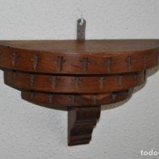 Antigüedades: BONITA MÉNSULA DE MADERA TALLADA - AÑOS 40. Lote 233527315