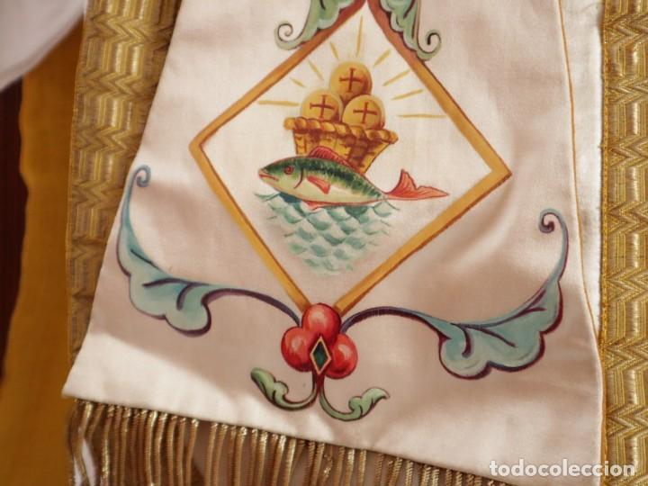 Antigüedades: Casulla confeccionada en seda bordada con sedas, oro y plata. Hacia 1900. - Foto 8 - 233608775