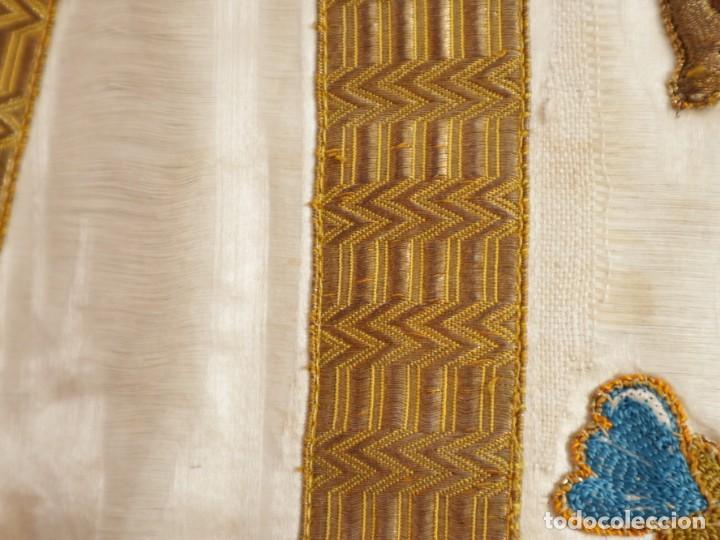 Antigüedades: Casulla confeccionada en seda bordada con sedas, oro y plata. Hacia 1900. - Foto 27 - 233608775