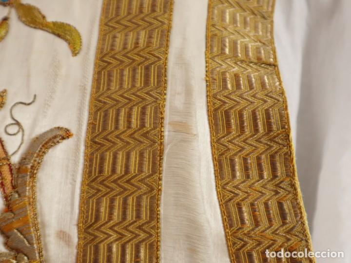 Antigüedades: Casulla confeccionada en seda bordada con sedas, oro y plata. Hacia 1900. - Foto 28 - 233608775