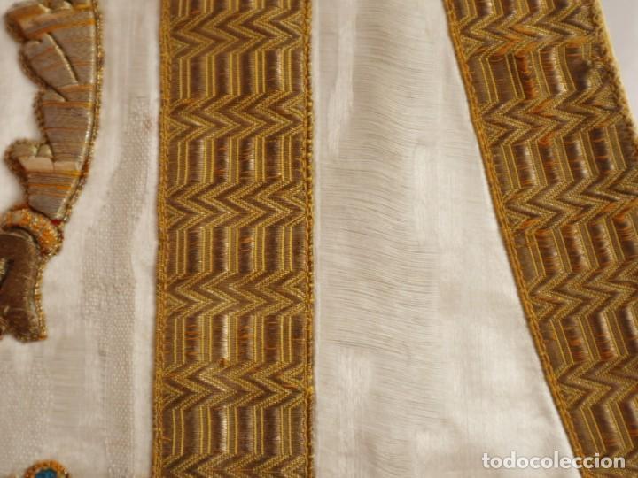 Antigüedades: Casulla confeccionada en seda bordada con sedas, oro y plata. Hacia 1900. - Foto 29 - 233608775