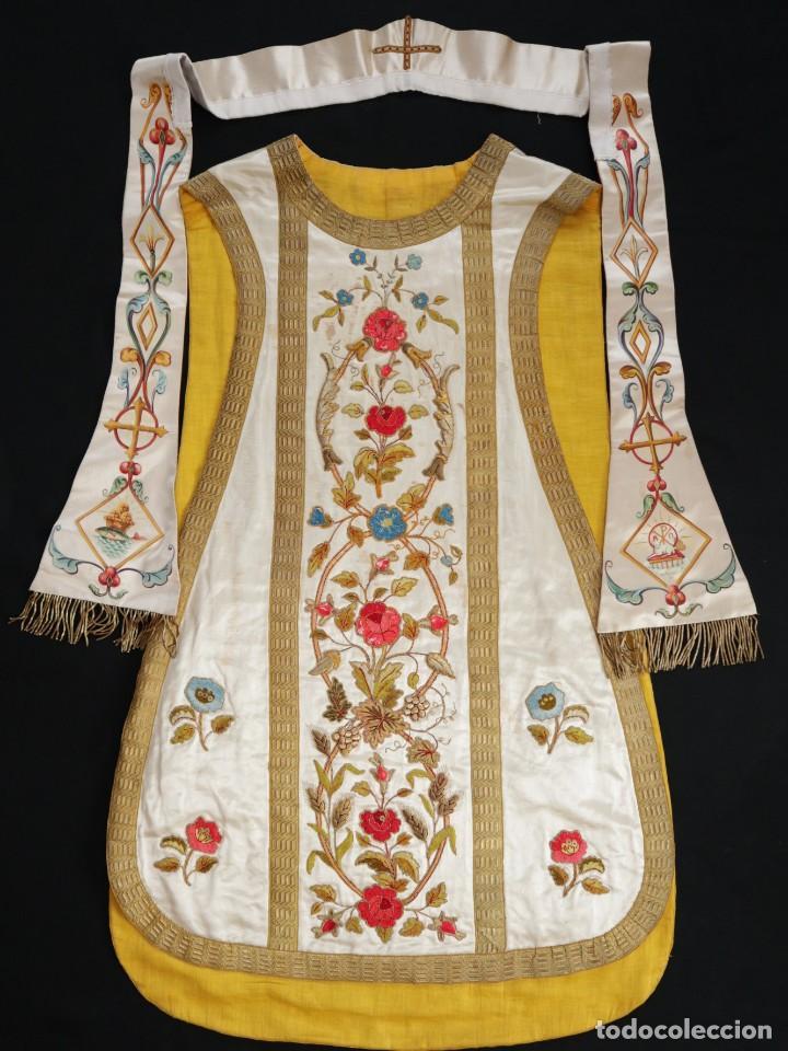 Antigüedades: Casulla confeccionada en seda bordada con sedas, oro y plata. Hacia 1900. - Foto 31 - 233608775