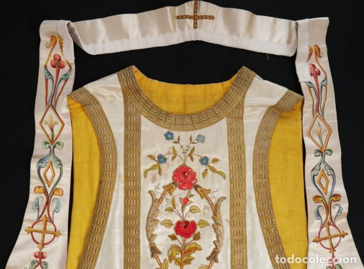 Antigüedades: Casulla confeccionada en seda bordada con sedas, oro y plata. Hacia 1900. - Foto 32 - 233608775