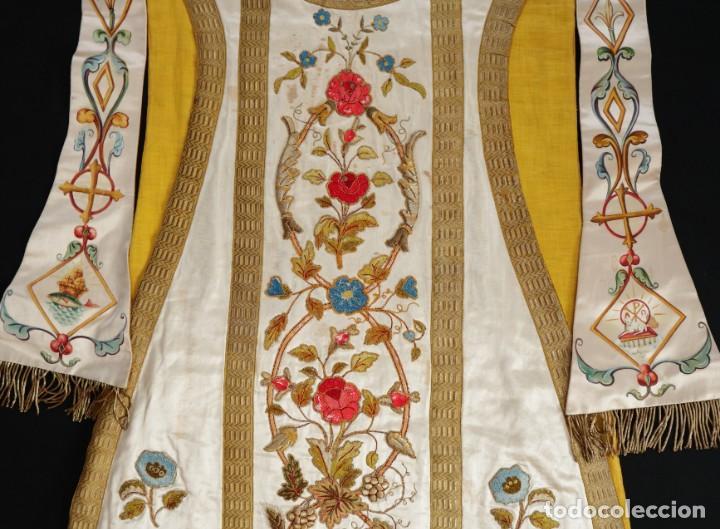 Antigüedades: Casulla confeccionada en seda bordada con sedas, oro y plata. Hacia 1900. - Foto 33 - 233608775