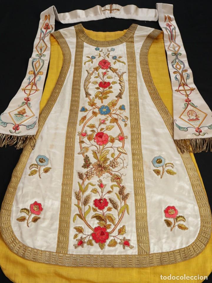 Antigüedades: Casulla confeccionada en seda bordada con sedas, oro y plata. Hacia 1900. - Foto 35 - 233608775