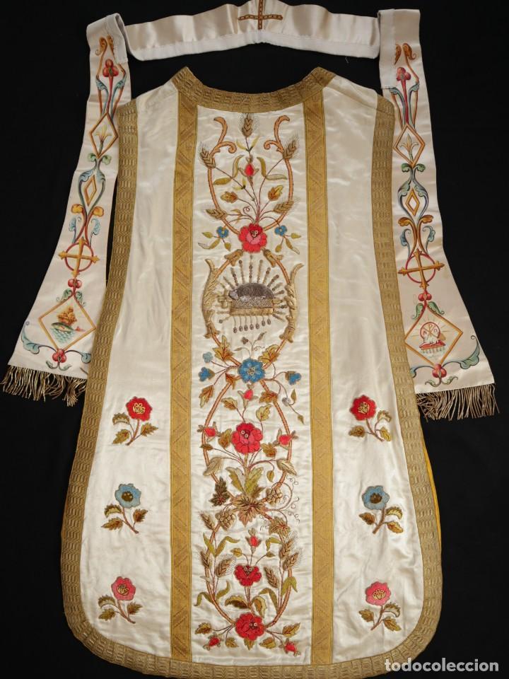 Antigüedades: Casulla confeccionada en seda bordada con sedas, oro y plata. Hacia 1900. - Foto 36 - 233608775