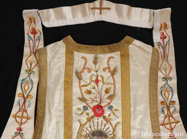 Antigüedades: Casulla confeccionada en seda bordada con sedas, oro y plata. Hacia 1900. - Foto 37 - 233608775