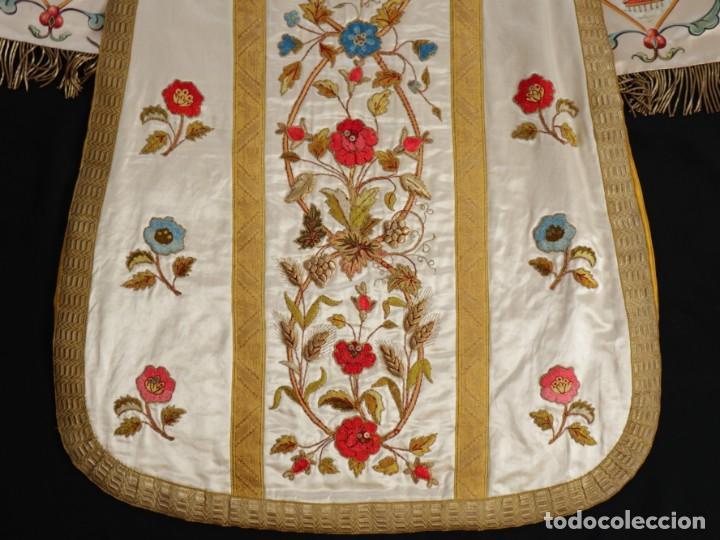 Antigüedades: Casulla confeccionada en seda bordada con sedas, oro y plata. Hacia 1900. - Foto 39 - 233608775