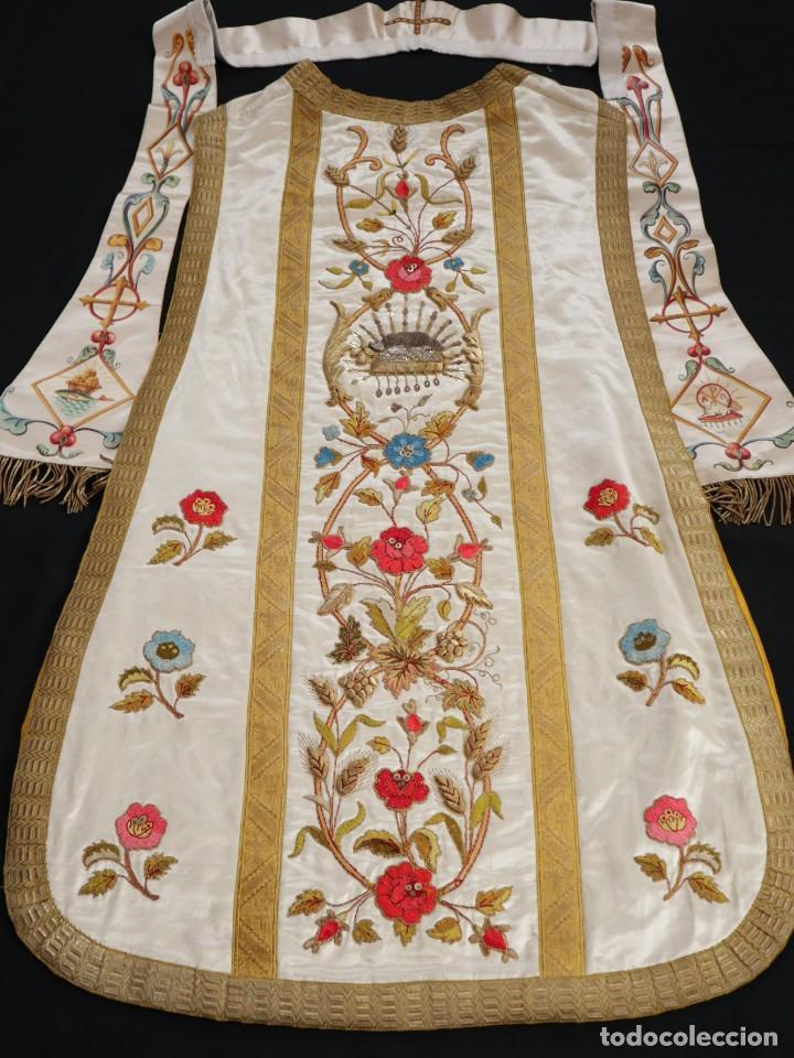 Antigüedades: Casulla confeccionada en seda bordada con sedas, oro y plata. Hacia 1900. - Foto 40 - 233608775