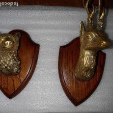 Antigüedades: DOS MINIATURAS DE TROFEOS EN BRONCE CORZO Y OSO. Lote 107686635
