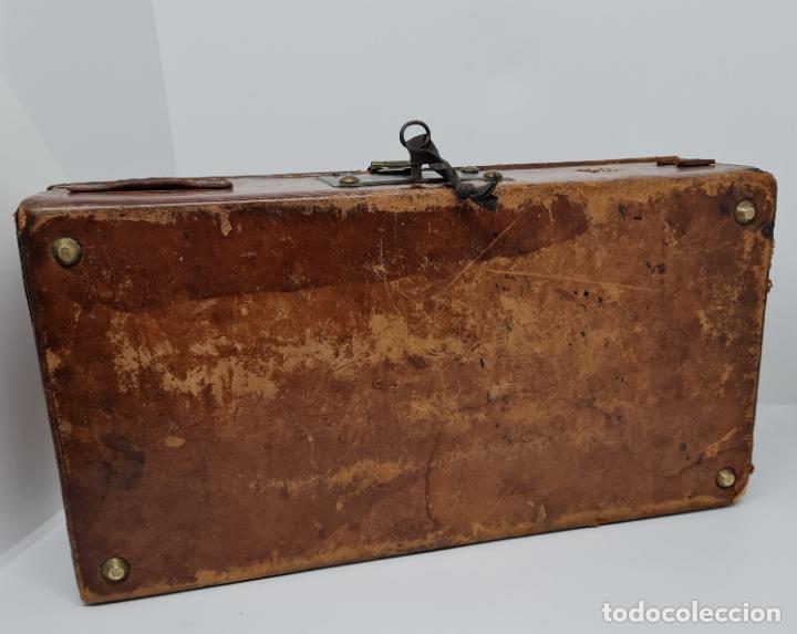 Antigüedades: MUY BONITO BAUL,COFRE DE VIAJE,ALMA DE MADERA FORRADO EN CUERO REPUJADO,S. XVIII-XIX - Foto 9 - 233754685