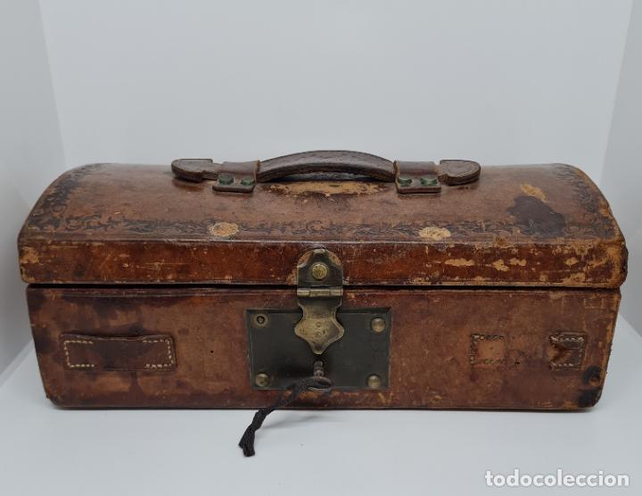 Antigüedades: MUY BONITO BAUL,COFRE DE VIAJE,ALMA DE MADERA FORRADO EN CUERO REPUJADO,S. XVIII-XIX - Foto 16 - 233754685