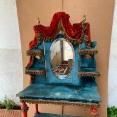 Antigüedades: TOCADOR FRANCES MITAD S XIX TERCIOPELO ESPEJO GALONES FLECOS VIVOS COLORES DRAPERIAS 160X90X44C. Lote 233809440