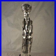 Antigüedades: FIGURA DE EMPERADOR CHINO RECUBIERTA DE PLATA DE LEY. Lote 233848205