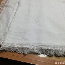 Antigüedades: *SABANA DE LINO. ENCAJE DE BOLILLOS. 2,45 M (RF:LL-52/A*). Lote 233912390