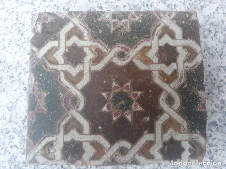Antigüedades: AZULEJO ANTIGUO DE TOLEDO - SIGLO XV - ARISTA - LACERIA ARABE / MUDEJAR. - Foto 2 - 233921540