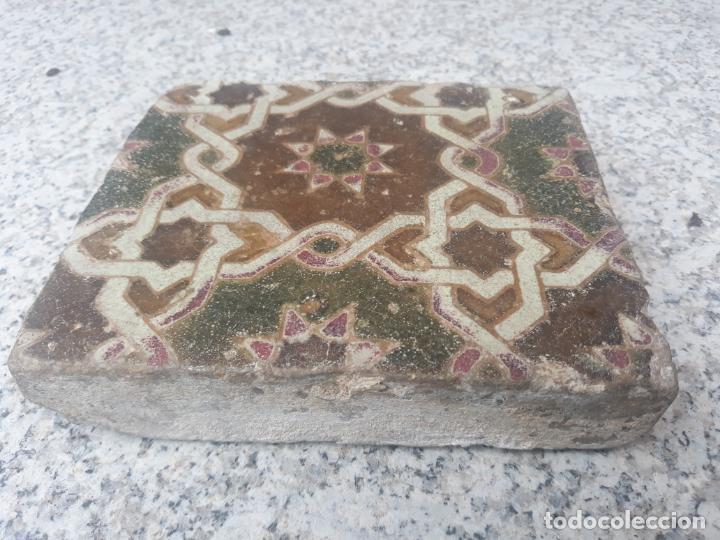 AZULEJO ANTIGUO DE TOLEDO - SIGLO XV - ARISTA - LACERIA ARABE / MUDEJAR. (Antigüedades - Porcelanas y Cerámicas - Azulejos)
