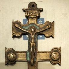 Antigüedades: ANTIGUA CRUZ DE CARABACA EN BRONCE. Lote 234059680