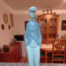 Antigüedades: MARINERO FUMANDO PIPA LLADRO EN PERFECTO ESTADO BRILLANTE MAS DE 30 CM DE ALTURA. Lote 234135355