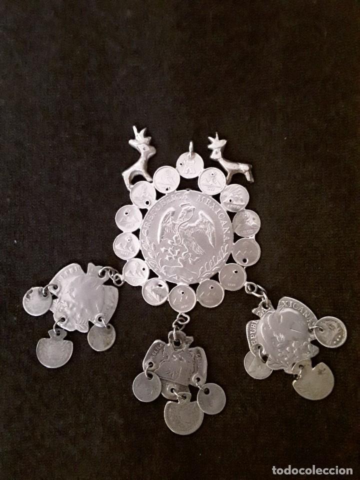 Antigüedades: Gran medallón plata ( chachal) con moneda de 8 reales de Mexico 1889 - Foto 2 - 234143165
