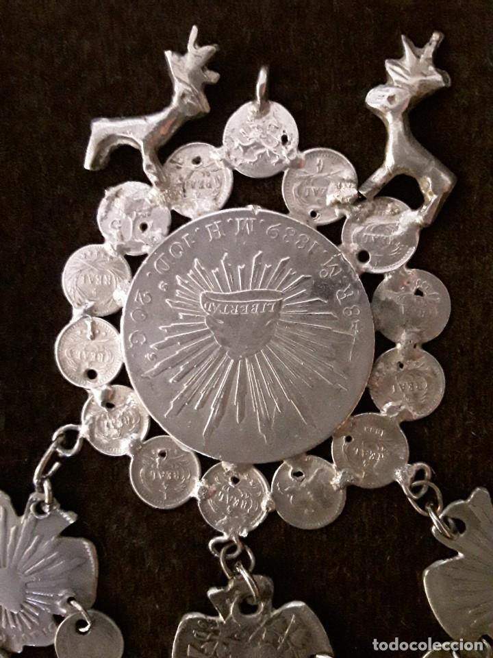 Antigüedades: Gran medallón plata ( chachal) con moneda de 8 reales de Mexico 1889 - Foto 3 - 234143165