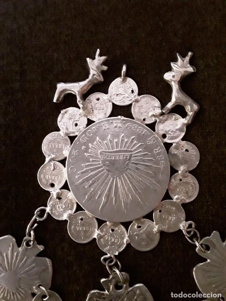 Antigüedades: Gran medallón plata ( chachal) con moneda de 8 reales de Mexico 1889 - Foto 4 - 234143165