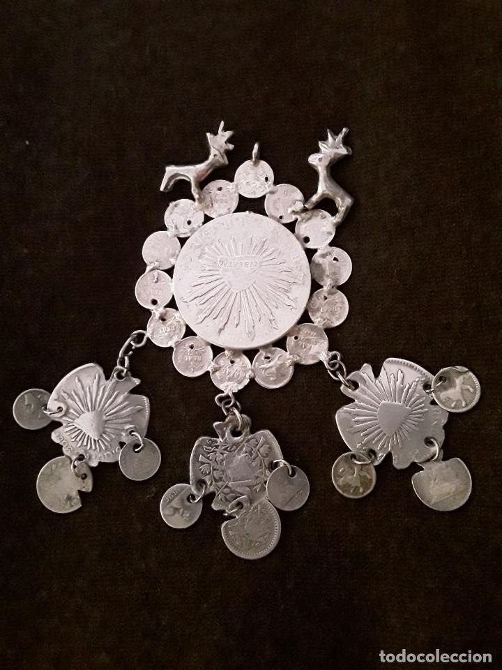 Antigüedades: Gran medallón plata ( chachal) con moneda de 8 reales de Mexico 1889 - Foto 5 - 234143165