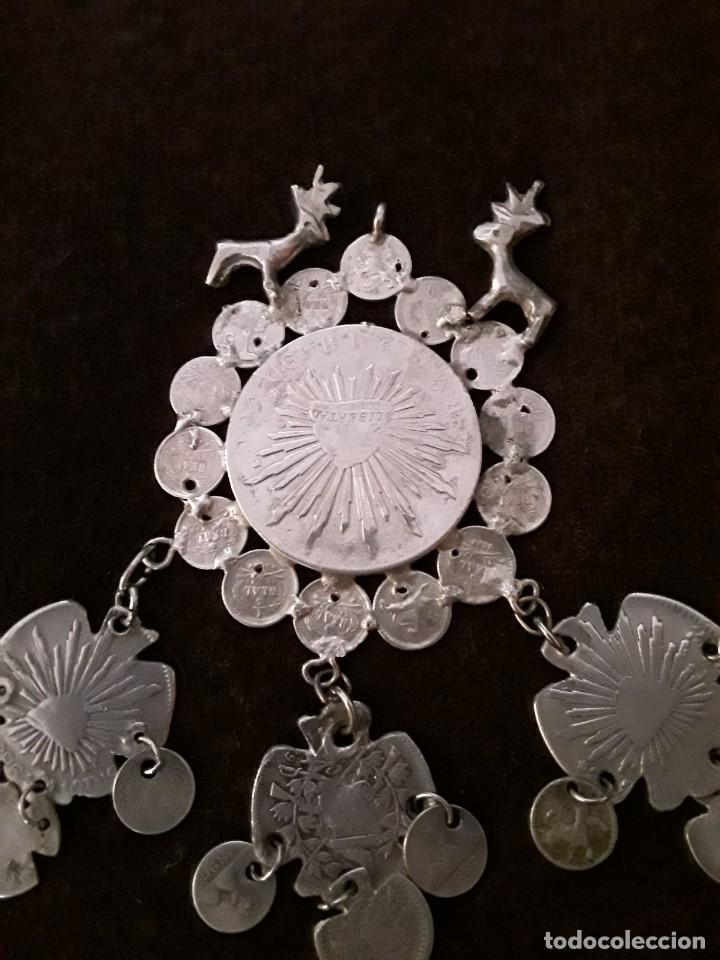 Antigüedades: Gran medallón plata ( chachal) con moneda de 8 reales de Mexico 1889 - Foto 6 - 234143165