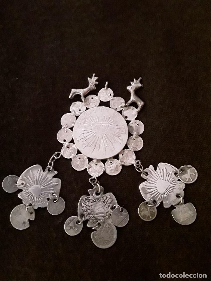 Antigüedades: Gran medallón plata ( chachal) con moneda de 8 reales de Mexico 1889 - Foto 7 - 234143165