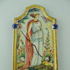 Antigüedades: ANTIGUA BENDITERA AGUABENDITERA DE CERAMICA DECORACION RELIGIOSA FIRMADA ANTONIO ESCOBAR. Lote 234169845