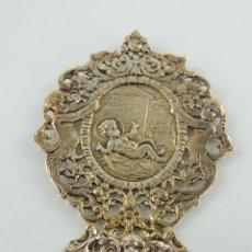 Antigüedades: BENDITERA AGUABENDITERA DE METAL EXCELENTE OBJETO DE DECORACION RELIGIOSA. Lote 234170155