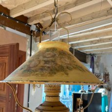 Antigüedades: ANTIGUA LAMPARA QUINQUE METALICA, DECORACION PINTADA A MANO. VER DESCRIPCION Y FOTOS. Lote 234180150